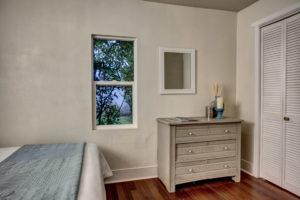 13-Bedroom02