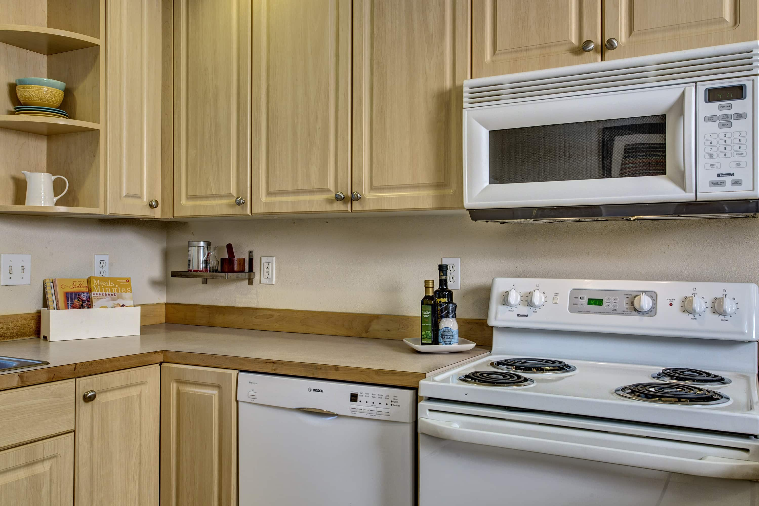 Fully equipped kitchen with range, microwave, dishwasher and refrigerator.