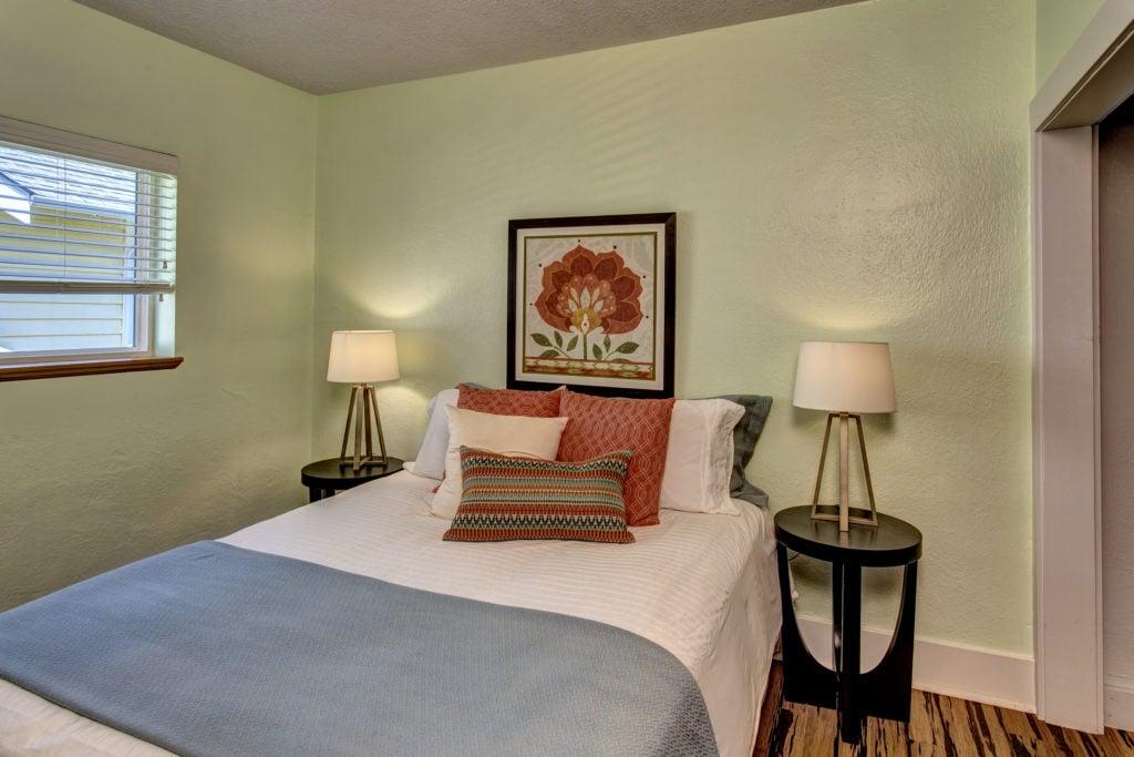 14-Bedroom02