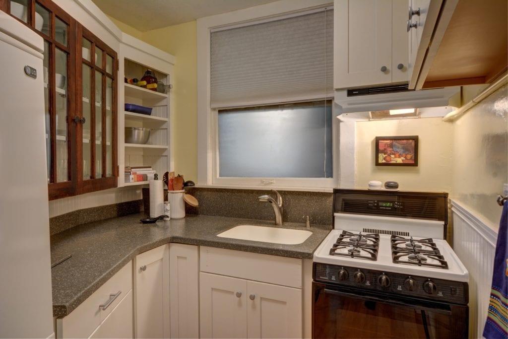 6- kitchen_horiz.jpg