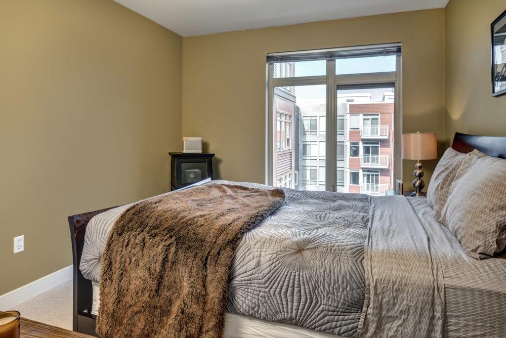 15- Bedroom01