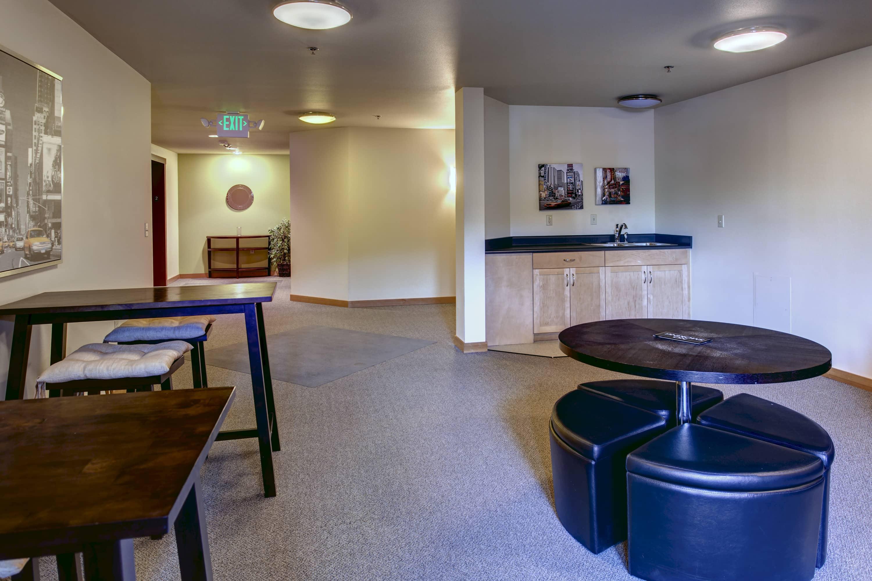 19- Lounge01