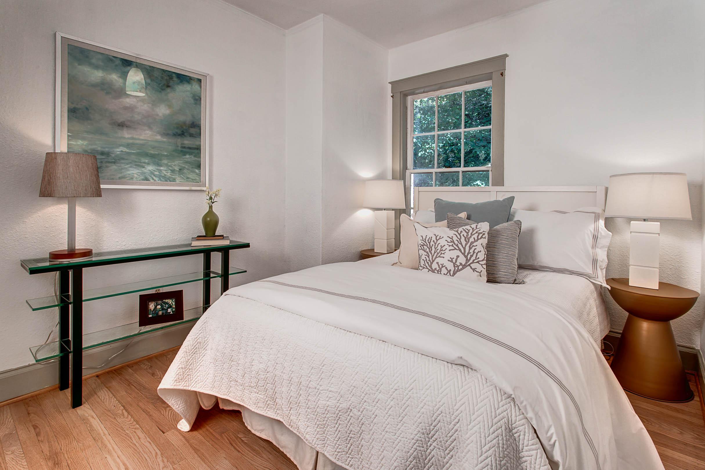 22- Bedroom01
