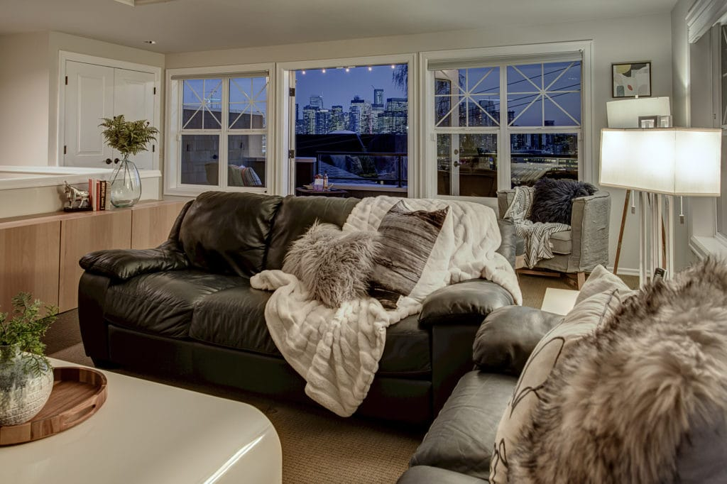 Queen Anne Space Needle View Home Twilight Top Floor Suite and Deck