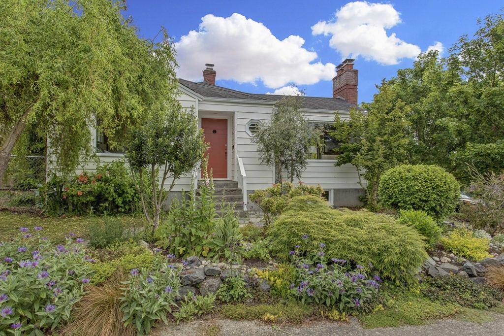 1940's Ballard Home Exterior and Front Yard