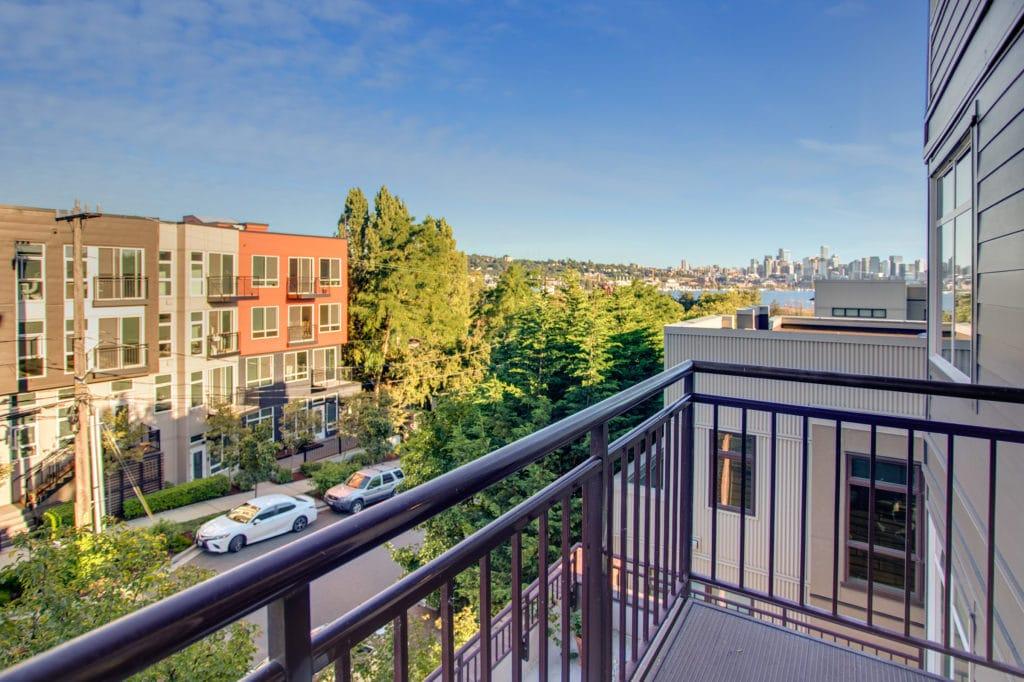 Wallingford Condo Balcony, Seattle View, Lake Union View, Capitol Hill View