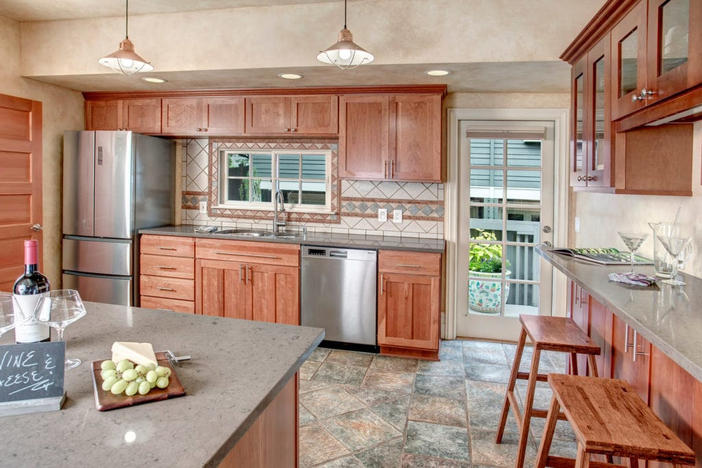 Classic Capitol Hill Home, Stainless Steel Kitchen, Breakfast Bar, Deck Entry