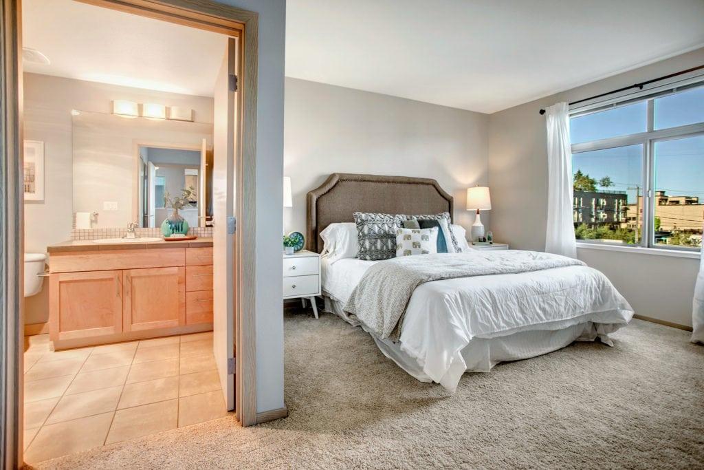 Wallingford Condo Owners Suite, Full Bathroom