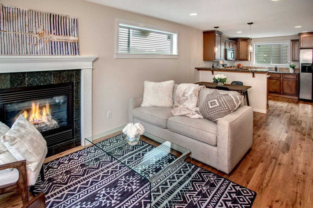 Green Lake Townhome Open Living Area, Gas Fireplace, Dining Area, Breakfast Bar, Stainless Steel Kitchen