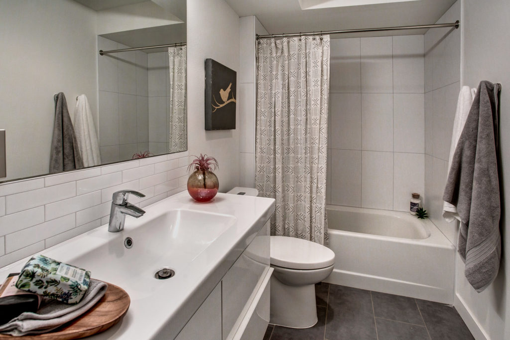 Meritage Capitol Hill Condo Full Bathroom
