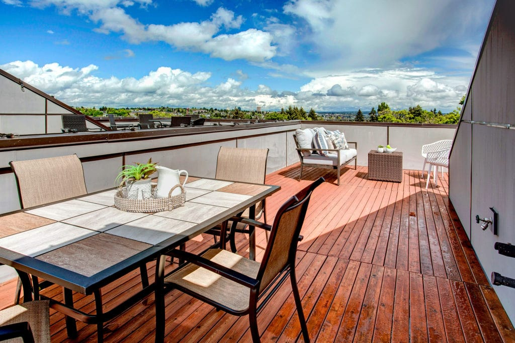 Modern Queen Anne Townhome Rooftop Deck and Seattle Views