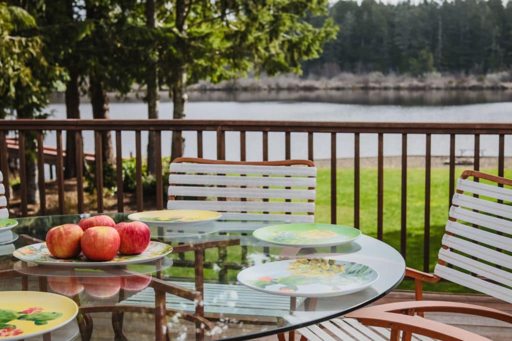 Outdoor Dining at Lake Diva on Loomis Lake